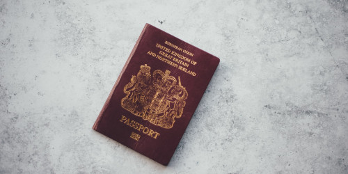 Pasportların rəngarəng dünyası: pasport rəngləri nəyi ifadə edir?